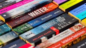 Mediathek erhält Jugendbuchspenden