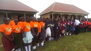 RNG-Spendengelder finanzieren Schulbau in Uganda